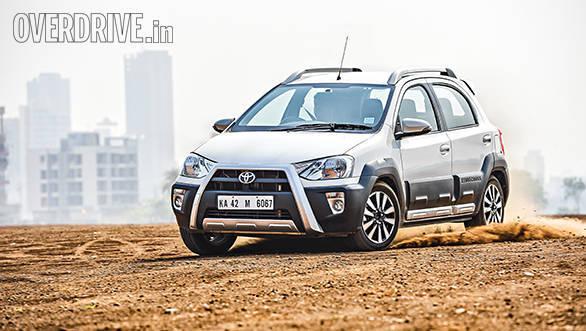 Hyundai i20 Active vs Fiat Avventurs vs Toyota Etios Cross (4)