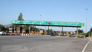 Maharashtra govt to exempt commuters from toll in heavy traffic