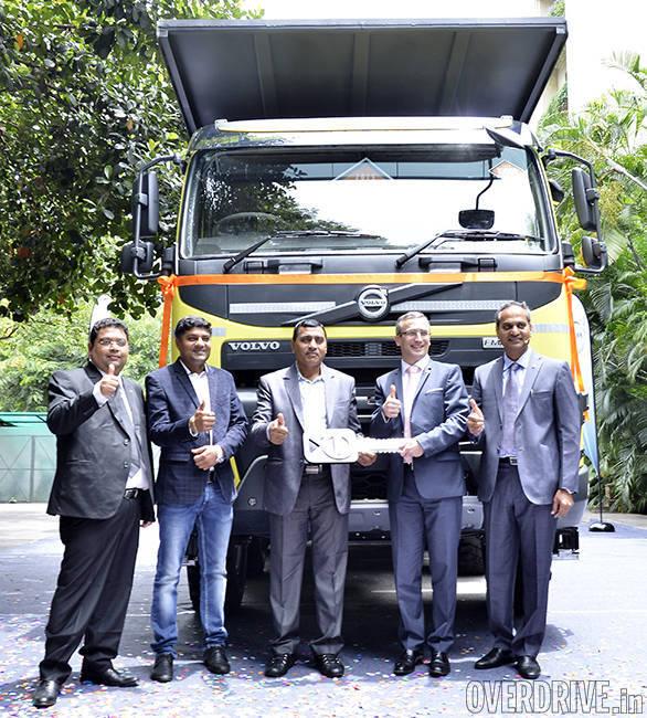 Volvo truck handover (2)