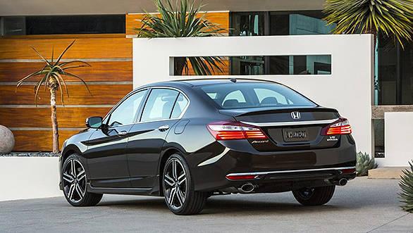 2016-Honda-Accord-facelift-rear-press-shots-900x600 (1)