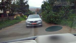 Spied: 2016 Skoda Superb testing in India