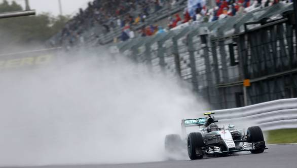 Nico Rosberg takes pole for the 2015 Japanese GP