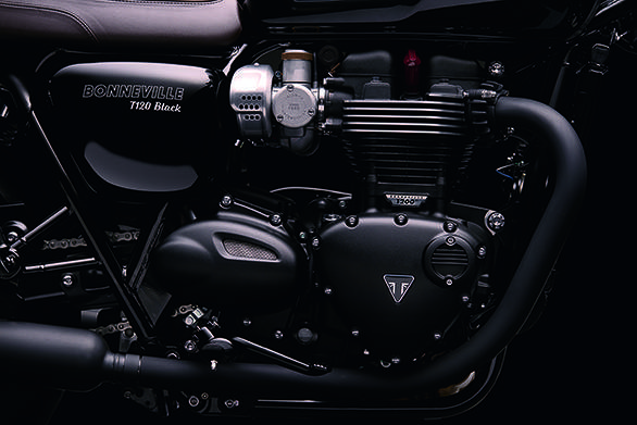 The 2016 Triumph Bonneville T120 Black gets an all-black engine treatment and the finish levels really are excellent. Note the fake-carb throttle body and the blacked-out exhaust header