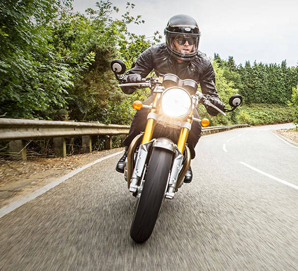 The 2016 Triumph Thruxton also gets Pirelli Diablo Rosso Corsa tyres, same as the Street Triple. These are sticky, full-on sporty tyres that should be better for its role than the Street Twin or the T120