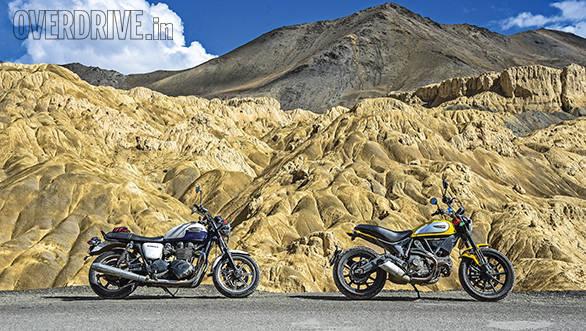 Ducati Scrambler and Triumph Bonneville (2)