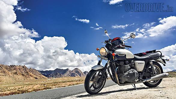 Ducati Scrambler and Triumph Bonneville (9)