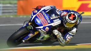 MotoGP 2015: Jorge Lorenzo takes pole at Valencia with new lap record