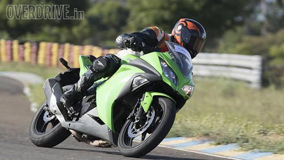 Yamaha R3 vs RC390 vs Ninja 300 (19)