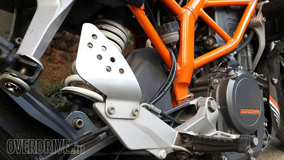 Yamaha FZ v1 heel plates bolted onto the stock heel plate improve the rider's grip on the bike