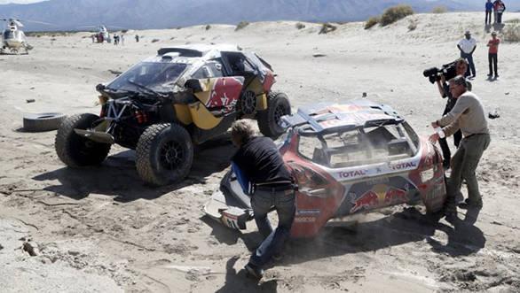 2016 Dakar Stage 8_loeb crash