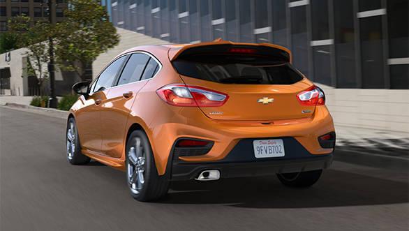 Chevrolet Cruze Hatchback Spied (1)