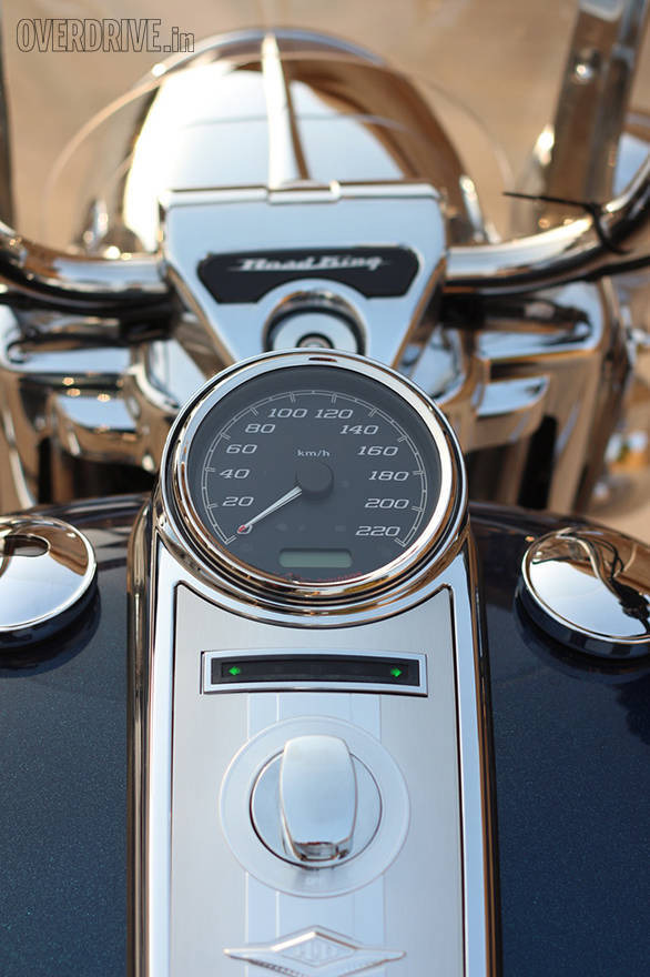 Like many Harleys, the Harley-Davidson Road King's tank top speedo looks very simple but that little digital readout shows loads of information, one line at a time. The idiot lights can be hard to see when wearing a full face helmet, though