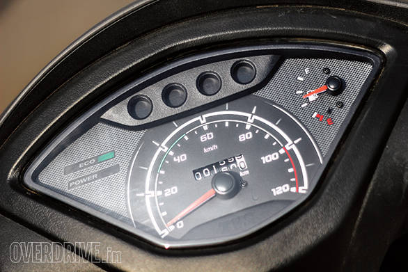 More traditional dials on the Jupiter can't match the Hero in terms of information displayed