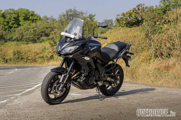 The twin-headlamp fairing looks proportionate and the we really liked the feel of the Showa Separate Function Forks which give the Versys 650 a smooth, controlled ride that's plush and absorbent without even the hint of a wallow