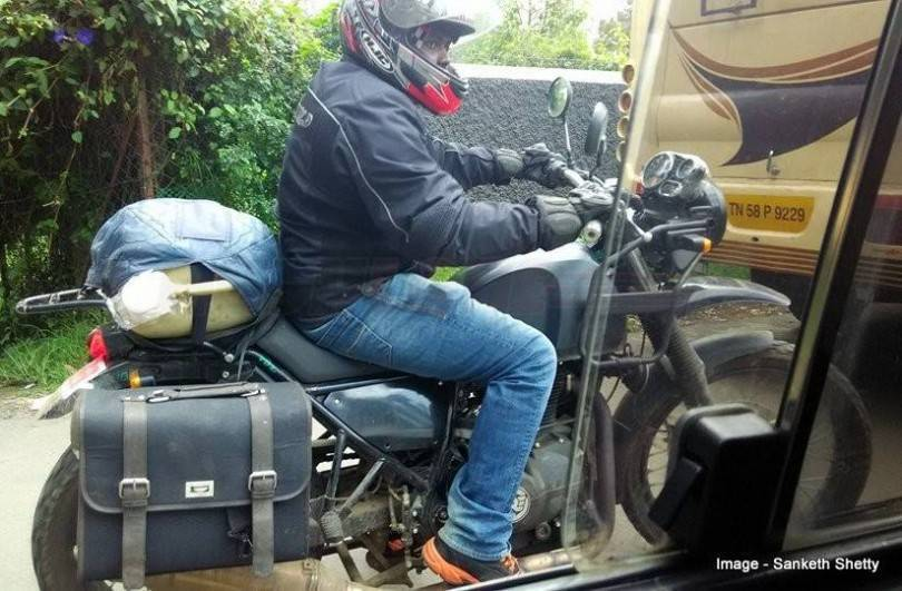Royal-Enfield-Himalayan-with-accessories-spotted-810x531