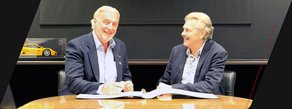 TVR head, Les Edgar with Gordan Murray at the signing of the agreement