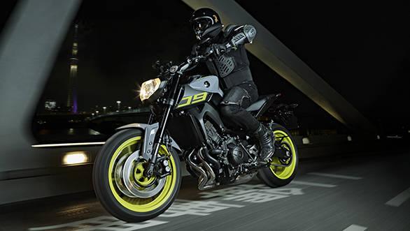 2016-Yamaha-MT-09-EU-Night-Fluo-Action-002