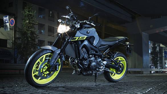 2016-Yamaha-MT-09-EU-Night-Fluo-Static-002