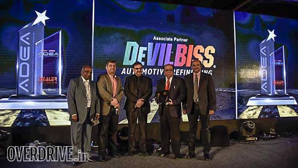 (L-R): Kailash Gupta, chairman, Auto Summit; Milind Kapoor, sr. vice president, marketing, Piaggio; Ashok Bhasin, head sales, marketing & customer care, Hero Motocorp presenting the Green Initiative award to Prerana Motors, Bangalore