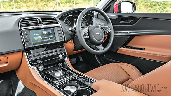 Jaguar XE vs Mercedes Benz C Class (3)