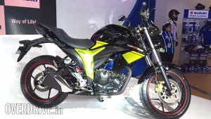 Suzuki to launch the Gixxer with a rear disc brake in India on April 15, 2016