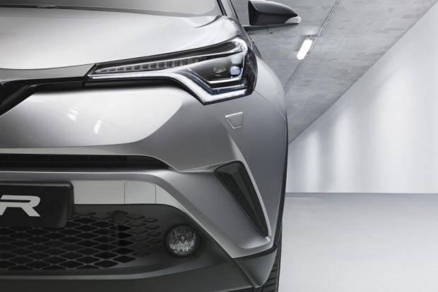 Toyota-C-HR SUV front half