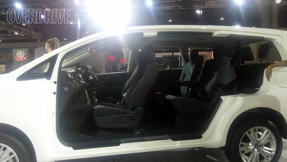 Toyota Innova Crysta (7)