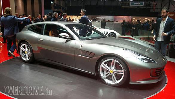 Ferrari GTC4 Lusso (4)