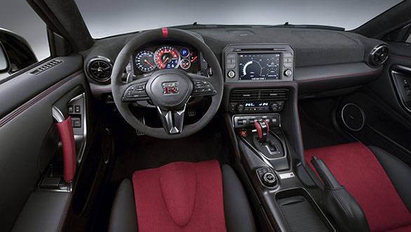 2017 Nissan GT-R Nismo (2)