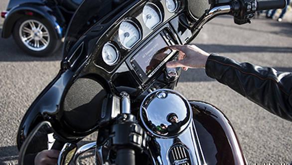 Harley-Davidson-Street-Glide-(3)