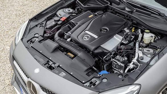 Mercedes-Benz SLC 300; 4-Zylinder Benzinmotor, 180 kW (245 PS), 370 Nm Kraftstoffverbrauch kombiniert (l/100 km):  5,8, CO2-Emissionen kombiniert (g/km): 134; four cylinder petrol engine, 180 kW (245 hp), 370 Nm; Fuel consumption, combined (l/100 km):   5.8, CO2 emissions, combined (g/km):  134