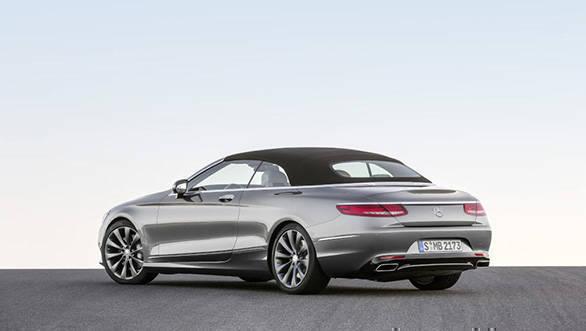 Mercedes-Benz S 500 Cabriolet, 2015. Exterieur: Selenitgrau; Interieur: Leder porzellan/tiefseeblau; Kraftstoffverbrauch  kombiniert (l/100 km): 8,5; CO2 Emissionen kombiniert (g/km): 199 exterior: selenite grey; interior: leather porcelain/deep-sea blue; fuel consumption combined (l/100 km): 8.5; CO2 emissions combined (g/km): 199