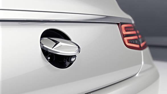 Mercedes-Benz S-Klasse Cabriolet, 2015. Exterieur: designo diamantweiß bright; Rückfahrkamera Mercedes-Benz S-Class Cabriolet, 2015. exterior: designo diamond white bright; reversing camera