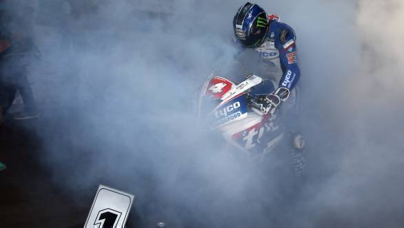 Ian Hutchinson Bingley, Tyco BMW, 1000 BMW wins the Superstock race shattering the lap record on the opening lap