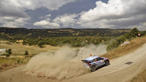 Thierry Neuville on his way to victory at the 2016 Rally Sardinia