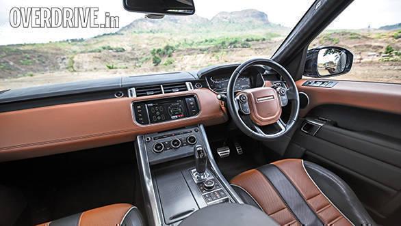 BMW X5M vs Range Rover SVR (18)
