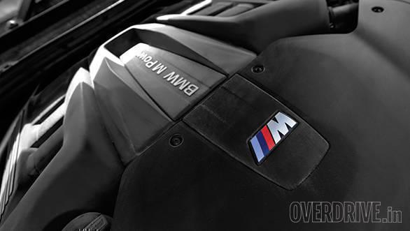BMW X5M vs Range Rover SVR (29)