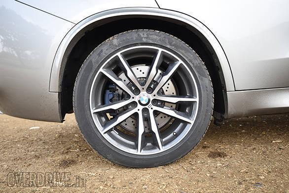 BMW X5M vs Range Rover SVR (5)