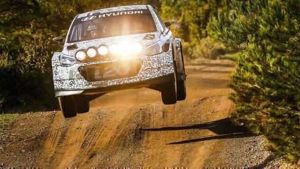 Haydon Paddon in the Hyundai i20 Rally at Rally Mexico in 2015