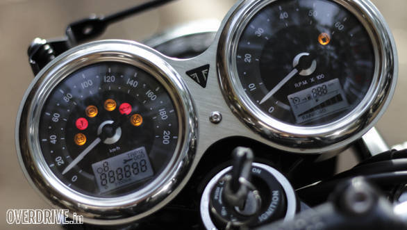 Triumph Bonneville T120 (1)