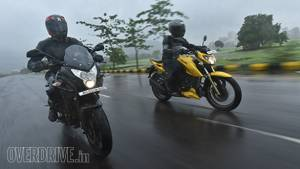 Bajaj Pulsar AS 200 vs TVS Apache RTR 200 4V