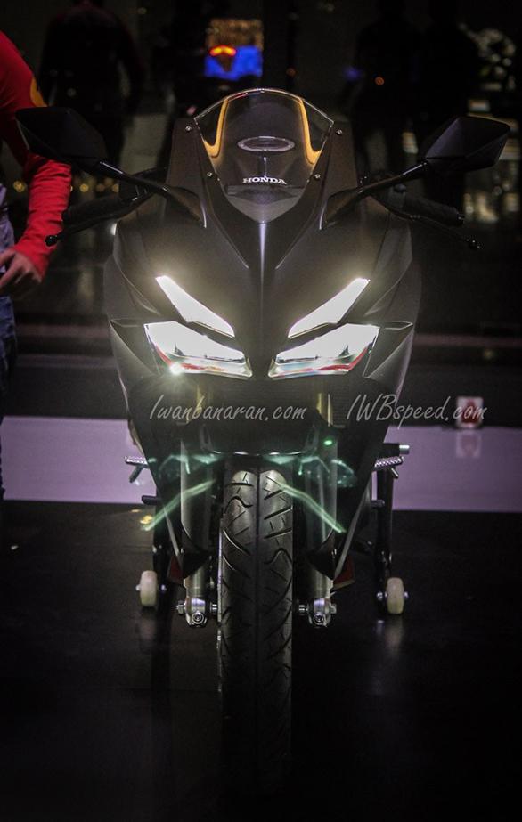 Honda CBR250RR head lights