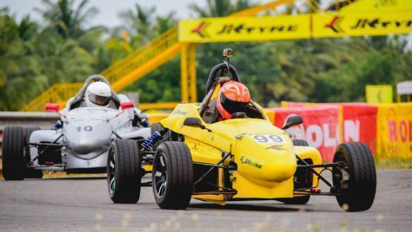 Raghul Rangasamy (99) fighting to hold his position against Rohit Khanna (10) in the LGB F4 race