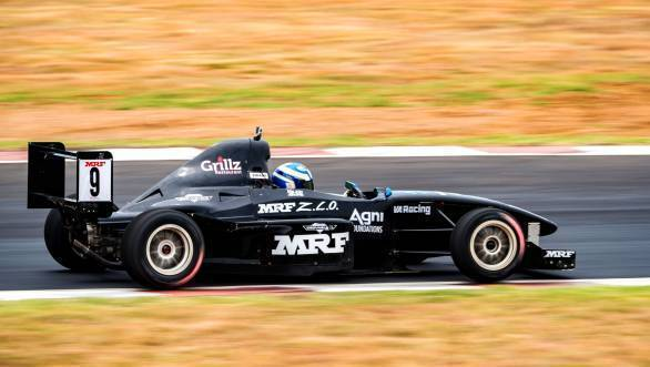 Vikash Anand en route victory in an MRF 1600 race at the finale of the 2016 MRF MMSC FMSCI National Racing Championship at the MMRT