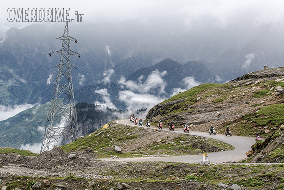 Rohtang used to be such a messy pass to climb. Not any more. The roads snaking out of Manali towards the pass are empty and on some stretches the quality tarmac, epic mountain landscapes are absolutely thrilling!