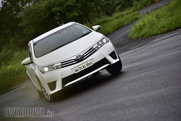 Toyota Corolla Altis D-4D MT 1.4 corner