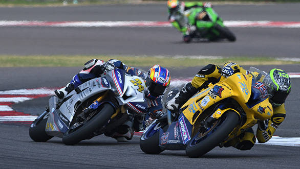 Anthony West (No.13) leads Decha Kraisart on way to winning the SuperSport 600cc race (Oct 02)