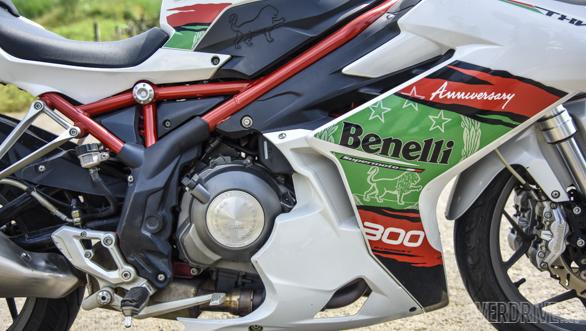 Benelli Tornado 302 R (20)
