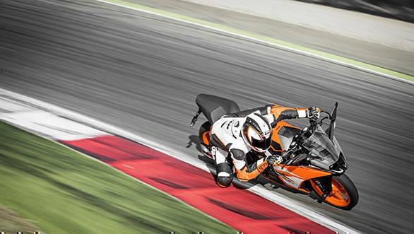 KTM RC 390_Action 03