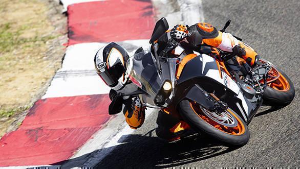 KTM RC 390_Action 04